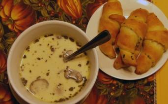 mushroom-smoked-gouda-soup