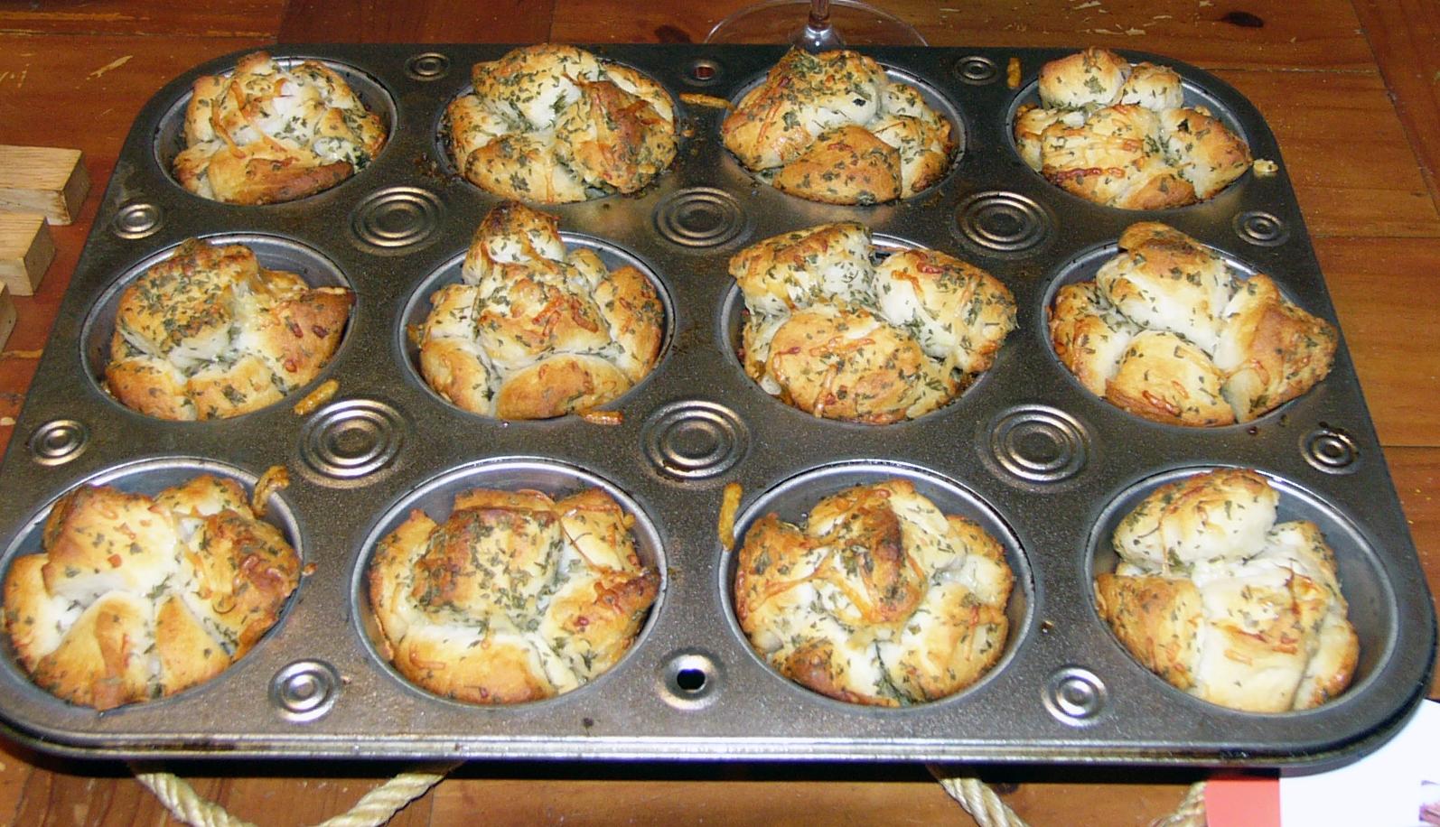 mini-garlic-monkey-bread