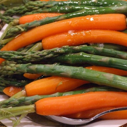 Asparagus-and-Carrots-in-Maple-Butter-Sauce