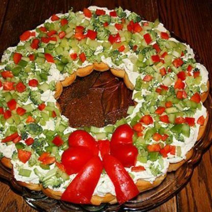 holiday-crescent-vegatable-wreath