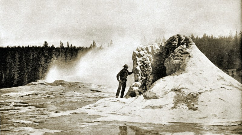 Giant-Geyser-Yellowstone-National-Park-USA-about-1892