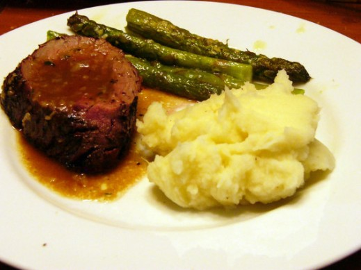 peppered-grilled-beef-tenderloin-with-a-port-sauce-6