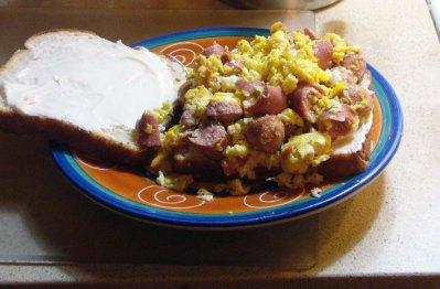 scrambled-egg-vienna-sausage-sandwich-5