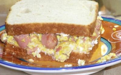 scrambled-egg-vienna-sausage-sandwich-6