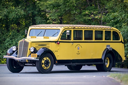 yellowstone-tour-bus-1