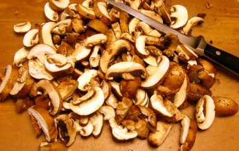 butterfly-pasta-with-sautc3a9ed-mushrooms-4