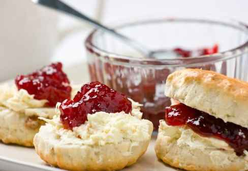 best-buttermilk-biscuits-with-jam