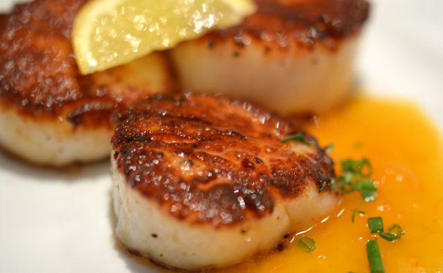 Pan-Seared Scallops with a Tomato-White Chocolate Beurre Blanc