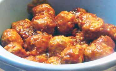 Crock Pot Bacon-Onion Meatballs