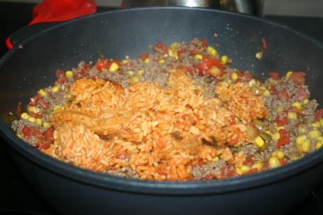 beefy spanich rice nacho skillet (6)