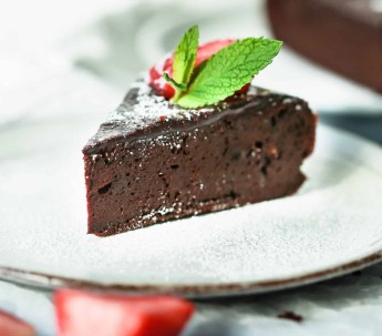 chocolate torte with strawberries