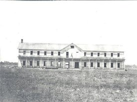 Fort_Klamath-barracks_c_1900_70372