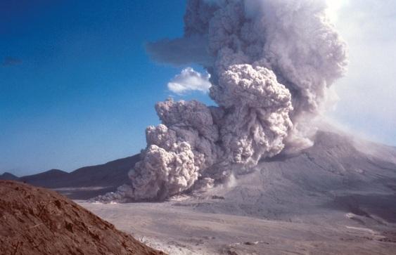 Mount Saint Helen Erupt (2)
