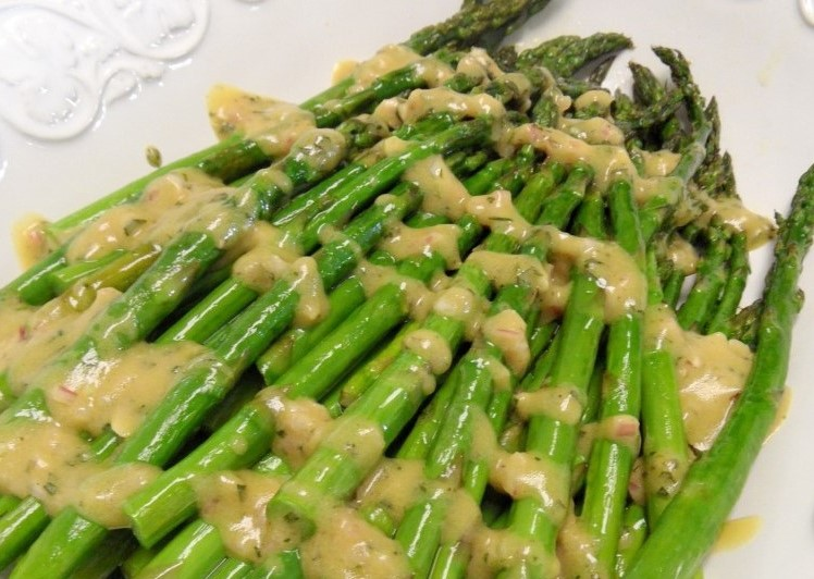 Broiled Asparagus with Lemon-TarragonDressing