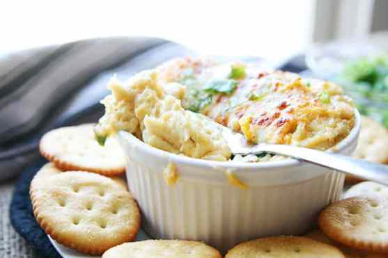 Crab Meat Dip with Crackers